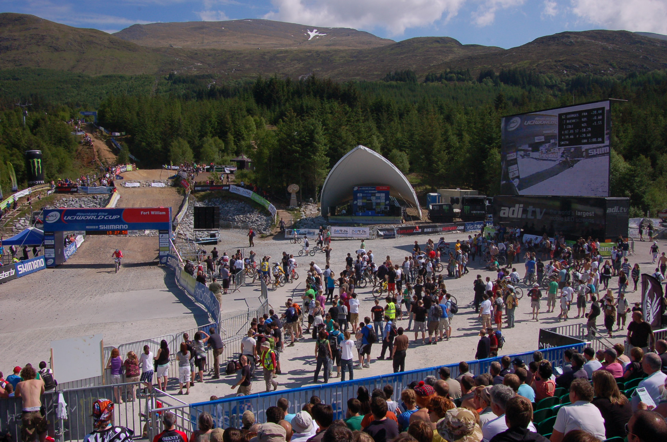 Crowd in the finishing arena