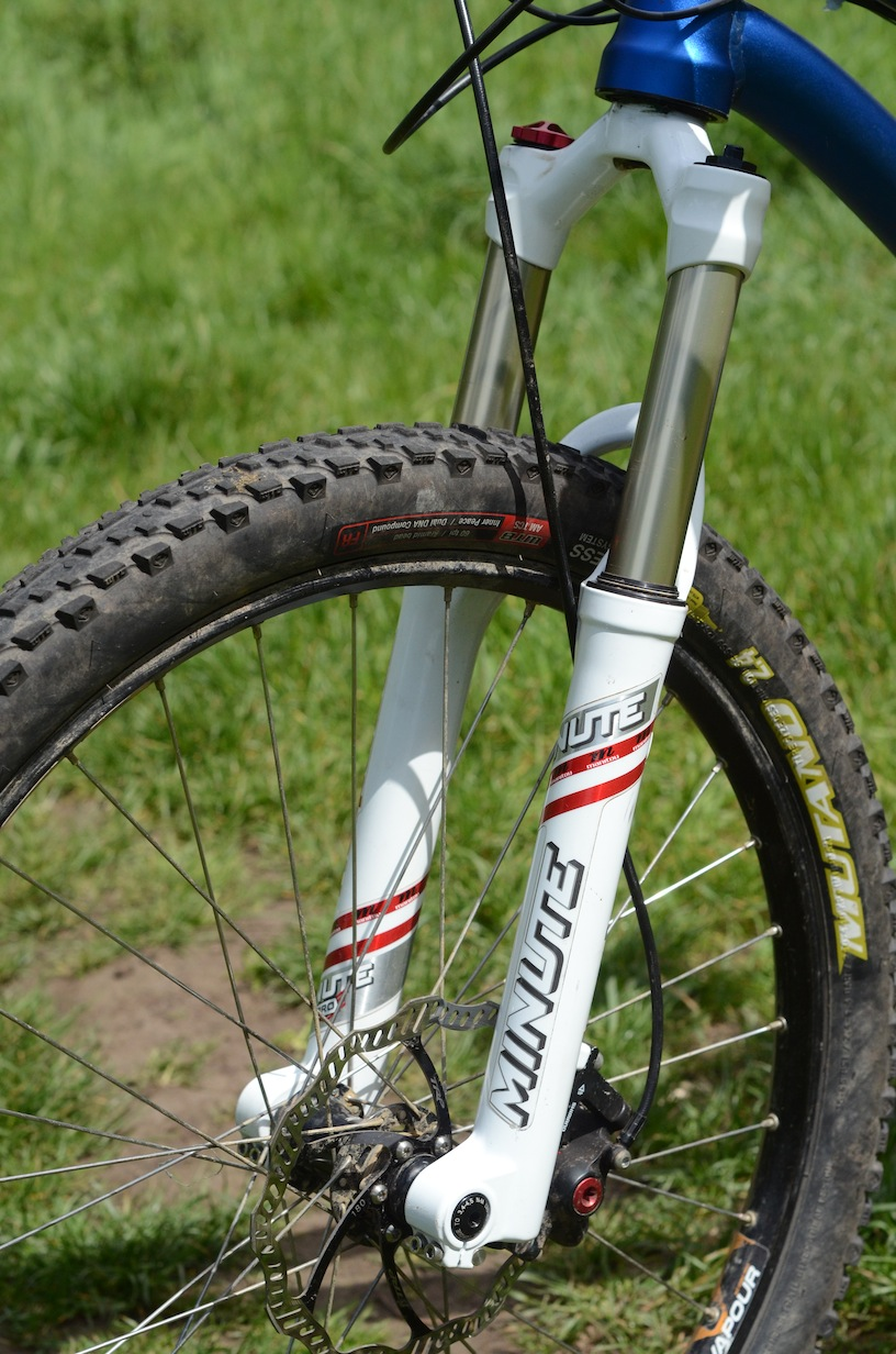 Manitou Minute Pro 120mm bolt-thru fork.