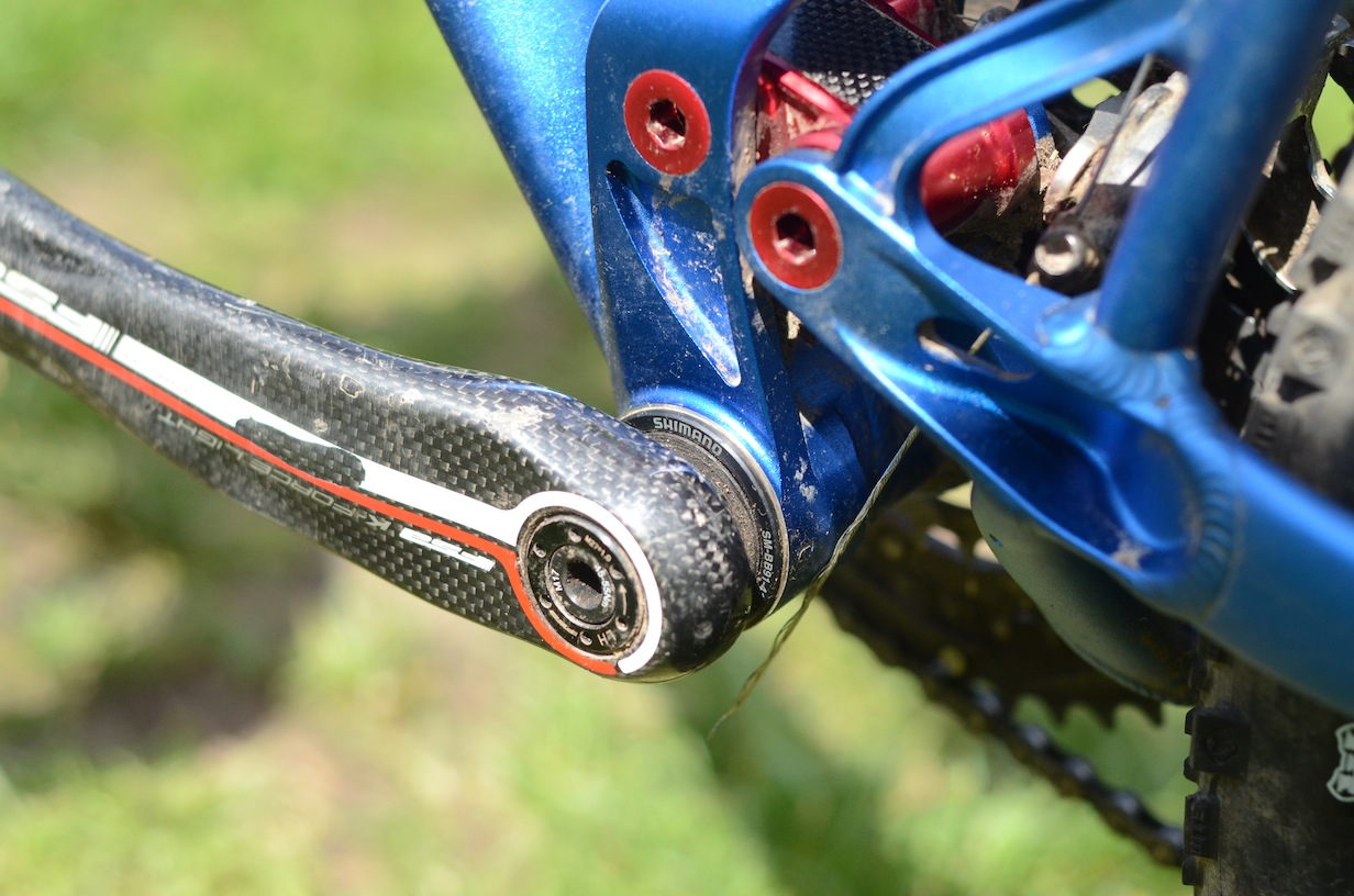 The wide BB shell takes press-fit BB bearings (Shimano XTR in this case)