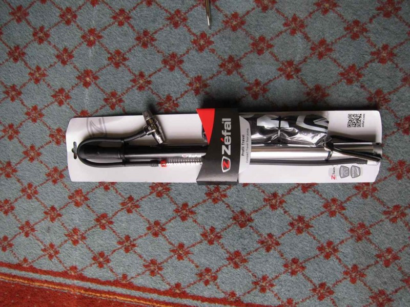 Profil travel pump in small guise