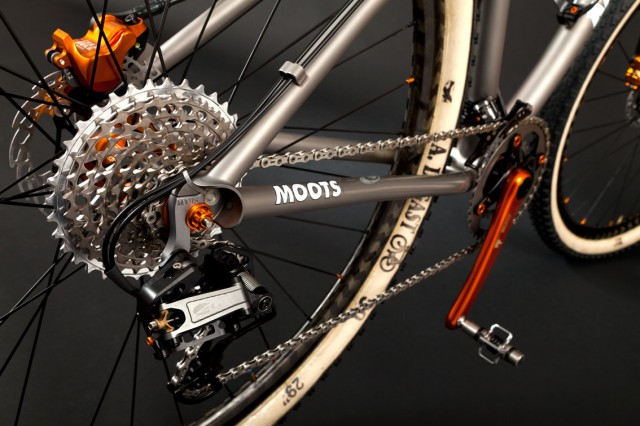 We don't see enough hydro shifting. Shame about the zip tie, really.