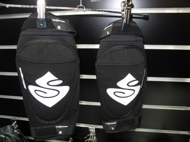 New lightweight kneepads. perfect combo with the Gasolina shorts. Removable Sas-tec inserts for easy washing