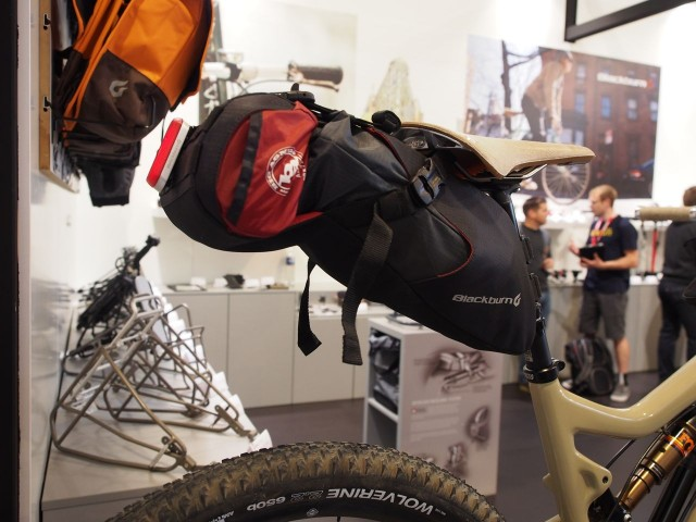 Nice seatpost pack