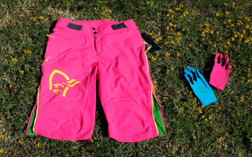 fjora-shorts-and-gloves