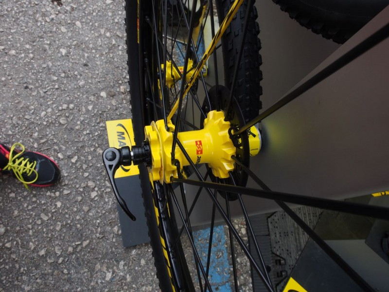 Rear hub in yellow