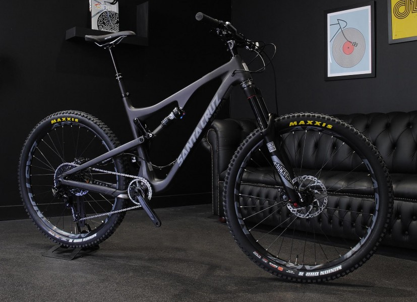 UPDATED. The brand new Santa Cruz Bronson, in the (carbon) flesh