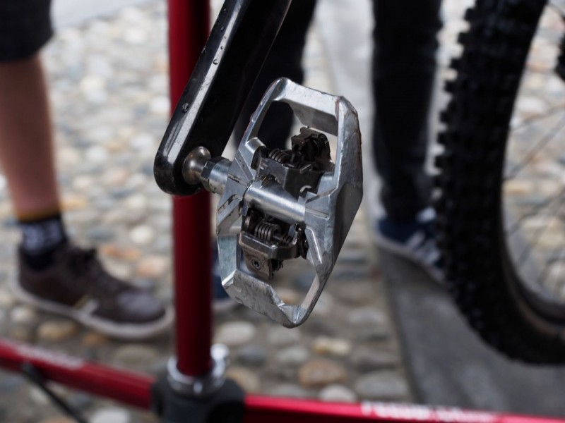 Teammate Nico is running some prototype Shimano pedals