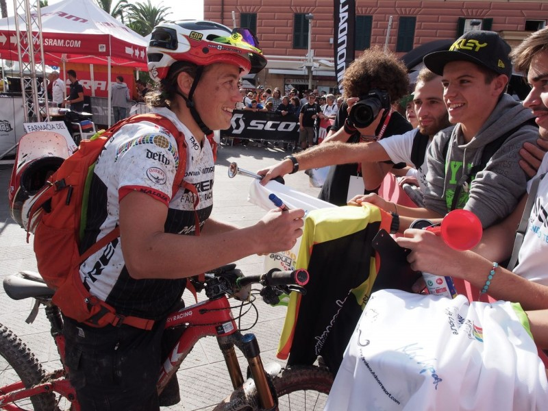Always time for autographs by tracey moseley at enduro world series finale ligure italy 2015