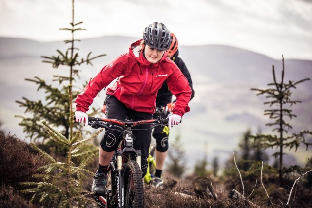 Katy Winton wears Endura SingleTrack Jacket singletrack magazine