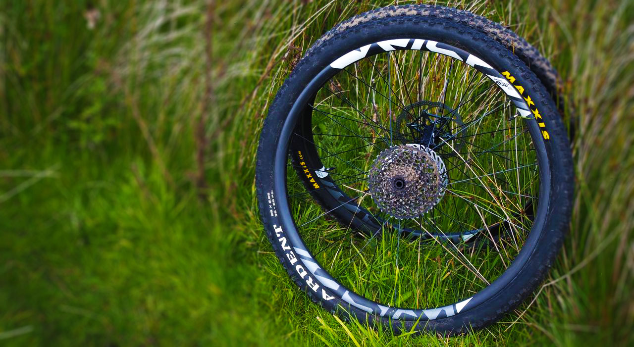 sram rise 60 wheelset wheels review singletrack magazine