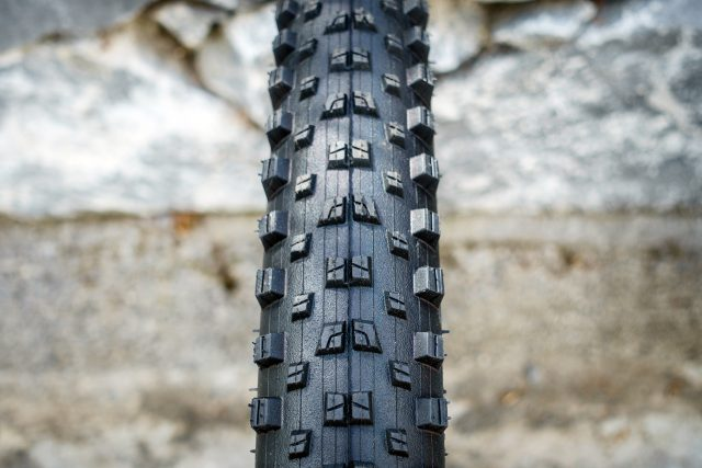 "The Quest Pro dual compound 2.4"" tyre"