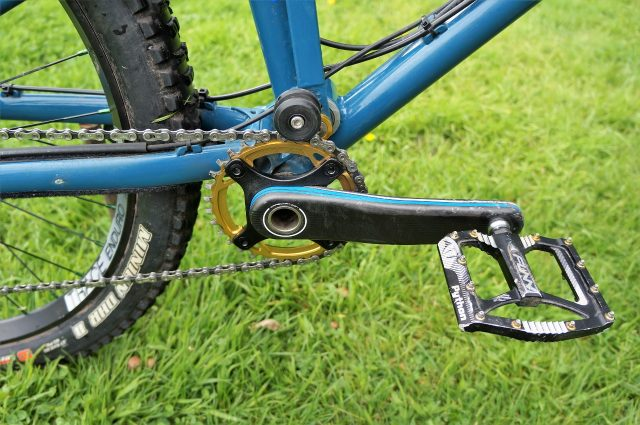 Colour-coordinated cranks and a built-in chainguide