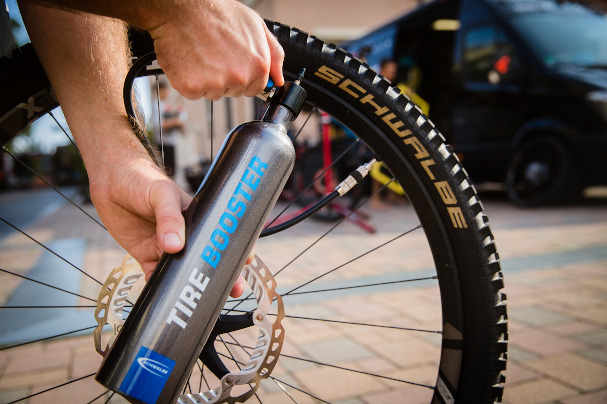 schwalbe airshot tubeless tyre pump air booster