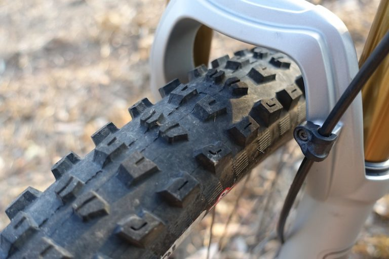 specialized tyre control casing carbon rim 650b tubeless 2bliss butcher slaughter dry rocky sun dust australia dharco
