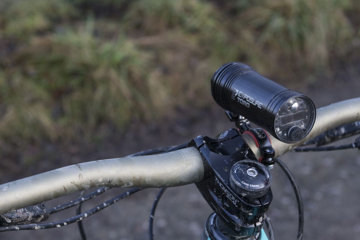 grouptest shot singletrack lights magazine review light beam diablo toro exposure