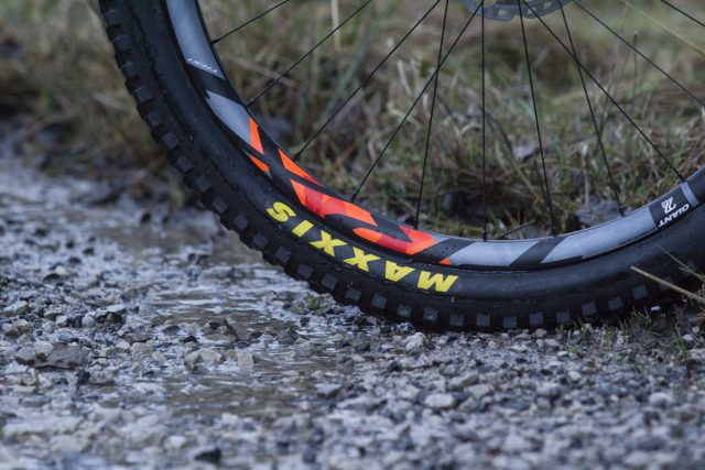 maxxis giant carbon rim tubeless