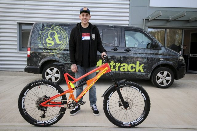 intense cycles saddleback uk team launch tracer m16 downhill enduro