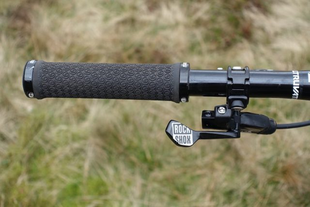 rockshox reverb dropper post stealth internal trigger hydraulic