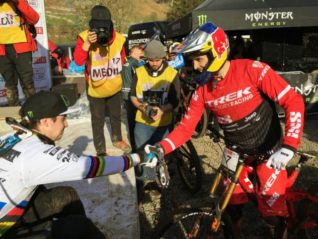 Gee Atherton congratulate Danny Hart on the win