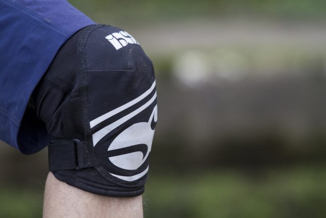 ixs hack evo knee pads issue 112