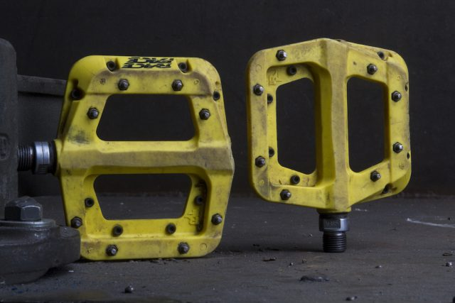 race face chester pedals issue 113 flat plastic