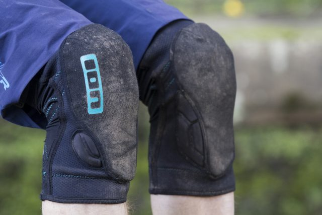 ion k-lite-r knee pads issue 112