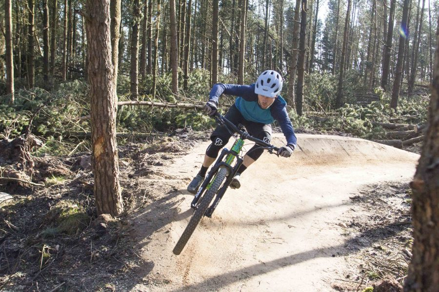 14 Knee Pads Tested Reviewed Singletrack Magazine
