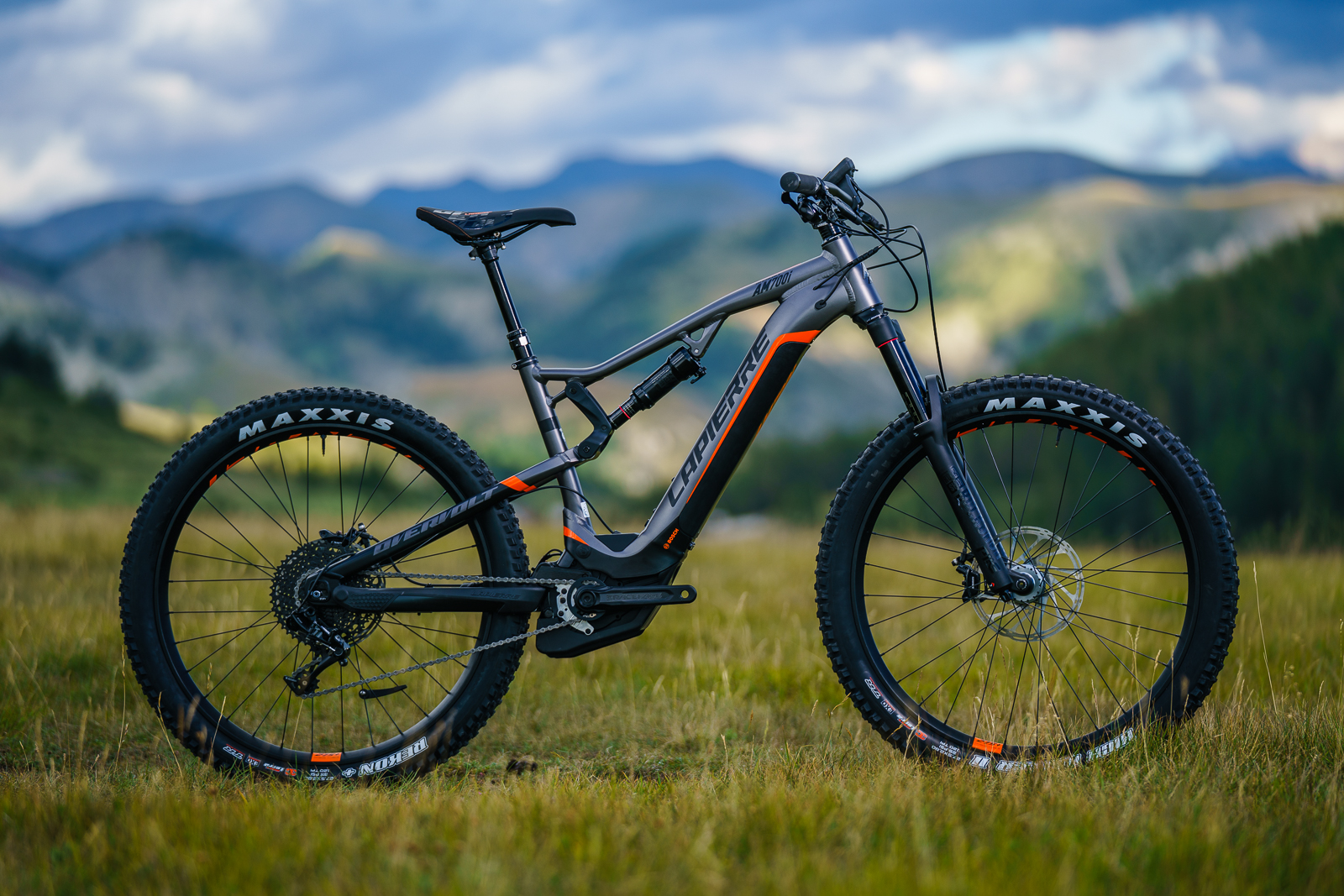 lapierre unveils two new trail e bikes singletrack magazine. Black Bedroom Furniture Sets. Home Design Ideas