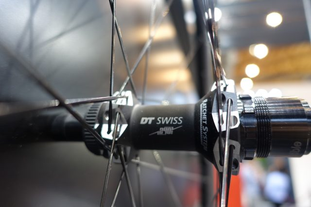 dt swiss carbon wheel spline 240 hub