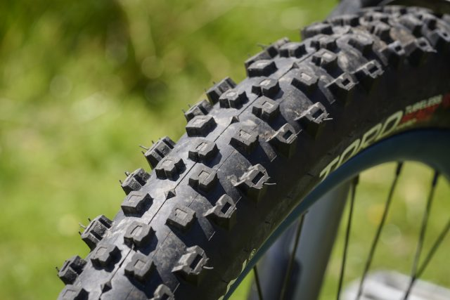 hutchinson toro tubeless tyre issue 114 hardskin