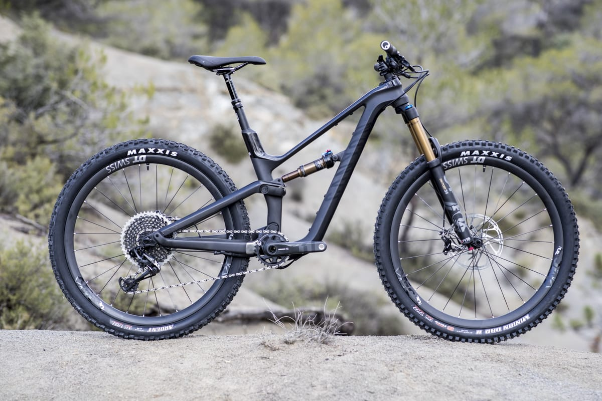 Women's Specific Geometry On The Canyon Spectral WMN CF SLX 9 0