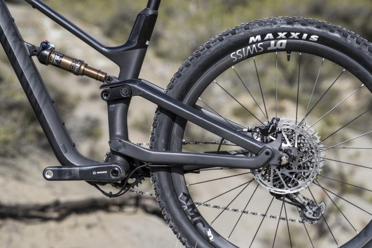 Women's Specific Geometry On The Canyon Spectral WMN CF SLX