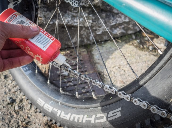 smoove chain lube review by singletrack magazine application to chain