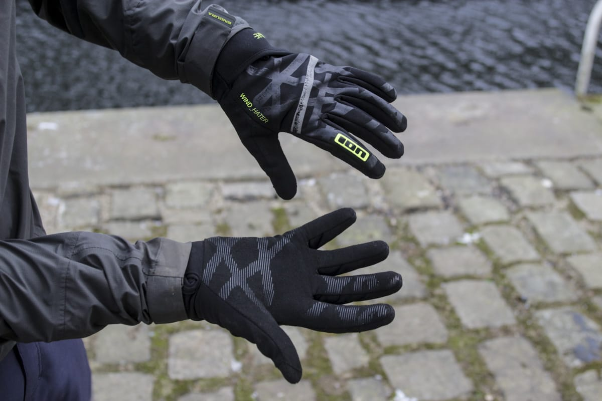 c3113b206 Review  The adaptable ION Haze Gloves have a very clever trick up ...