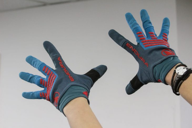 endura gloves hands
