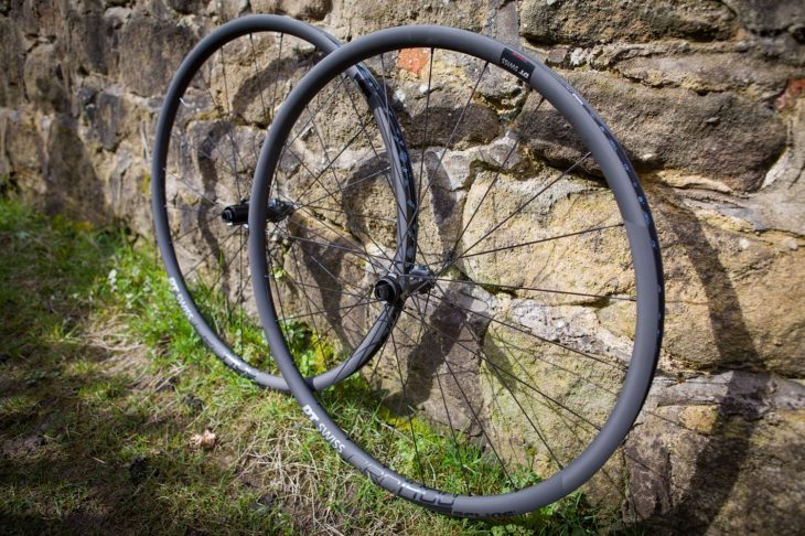 dt swiss wheel crc 1400 carbon rim gravel