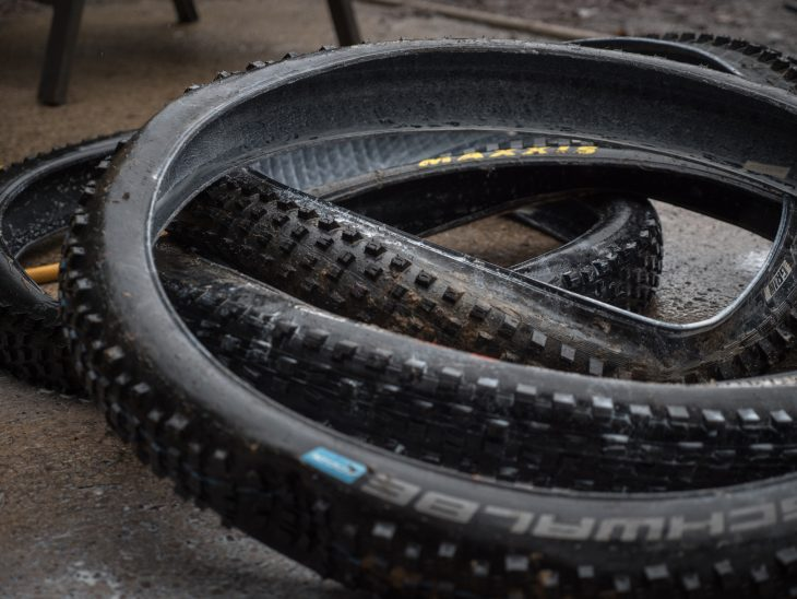 tyre 2.6in maxxis minion bontrager xr4 specialized hillbilly schwalbe nobby nic