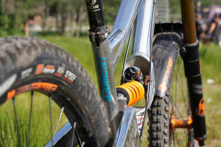 orange 329 downhill bike fox 40