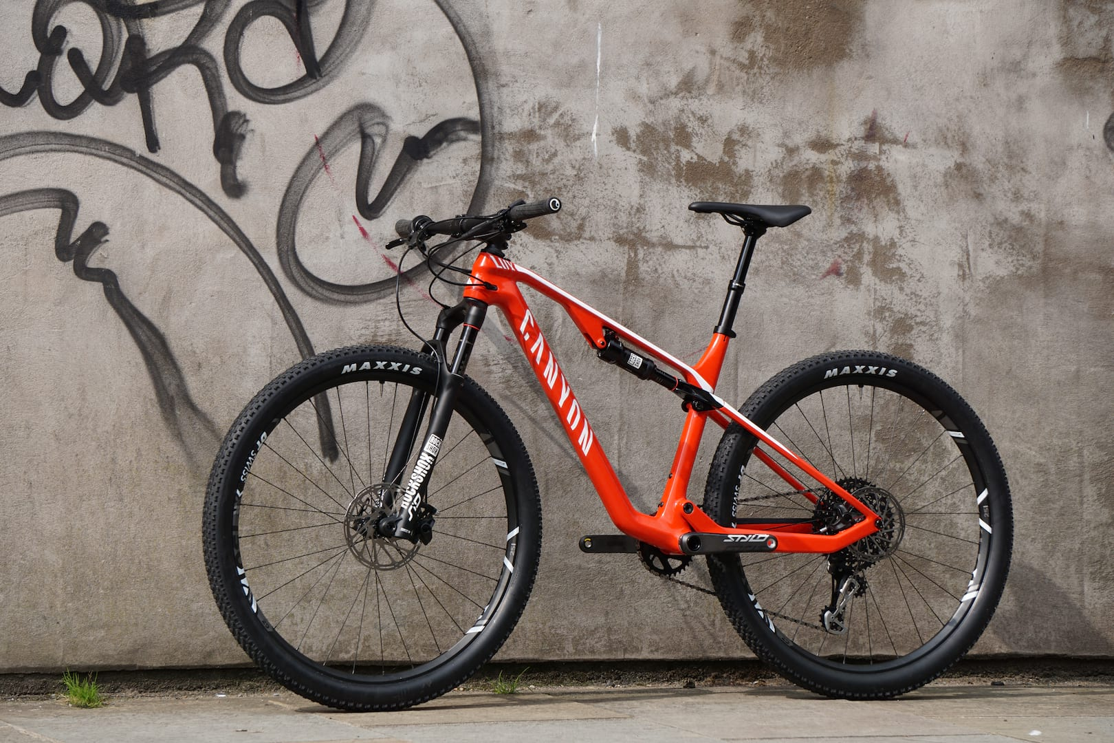 Canyon Lux CF SL 8 0 Pro Race  The Bike Starsky And Hutch