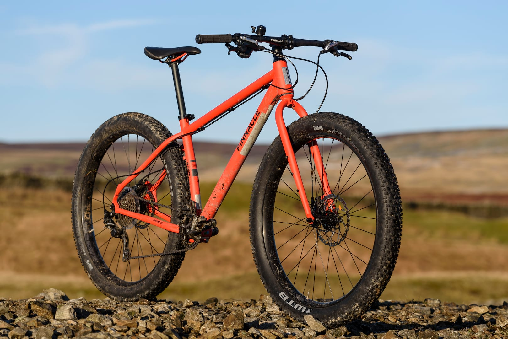 unsprung heroes rigid bike test pinnacle ramin 3