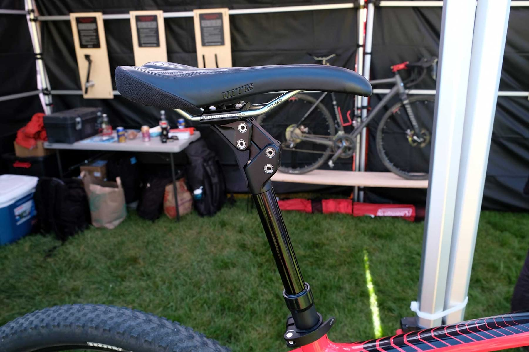 Redshift Shockdrop It S A Suspension Seatpost That S A Dropper Post