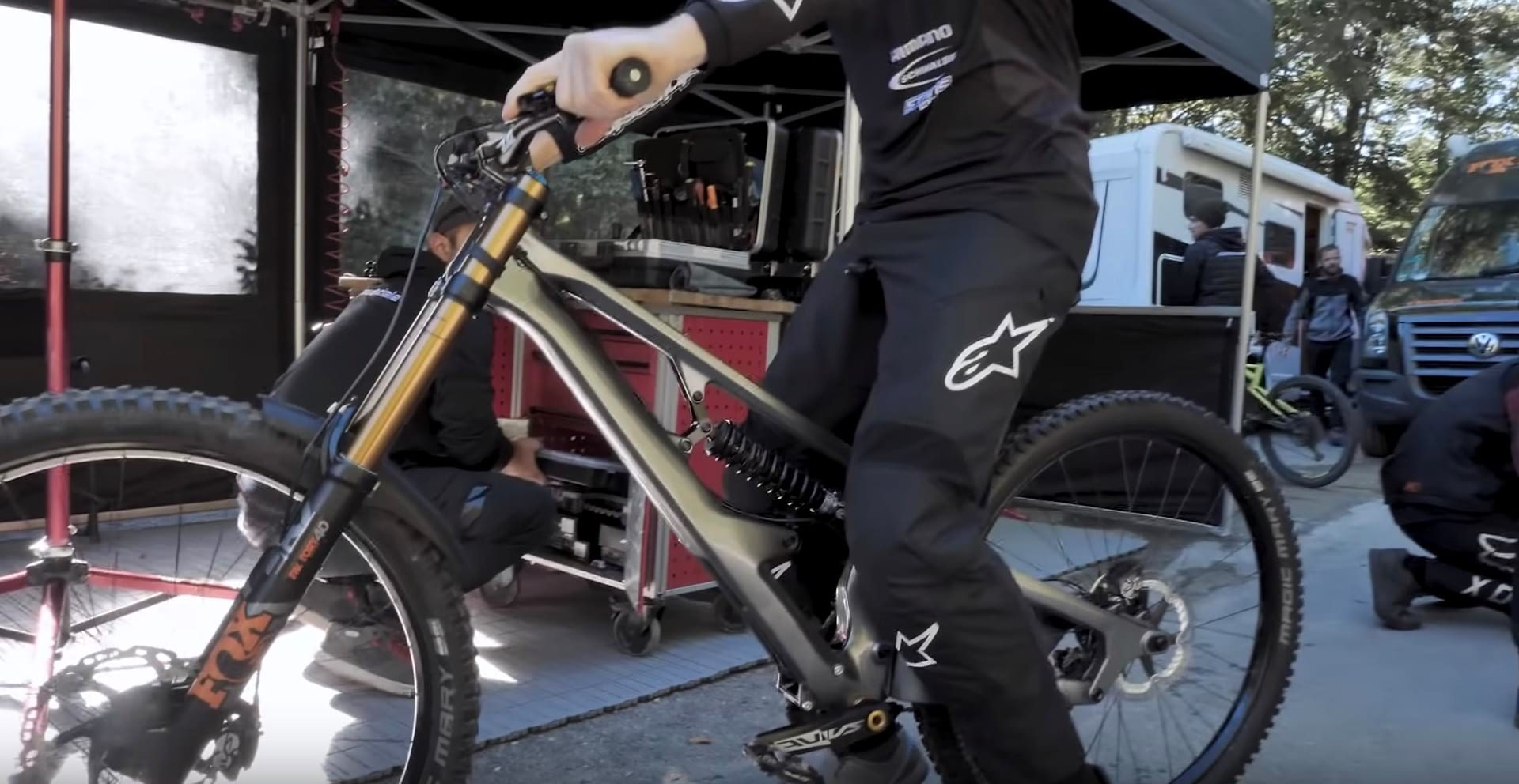 cannondale 2 shock dh bike 5