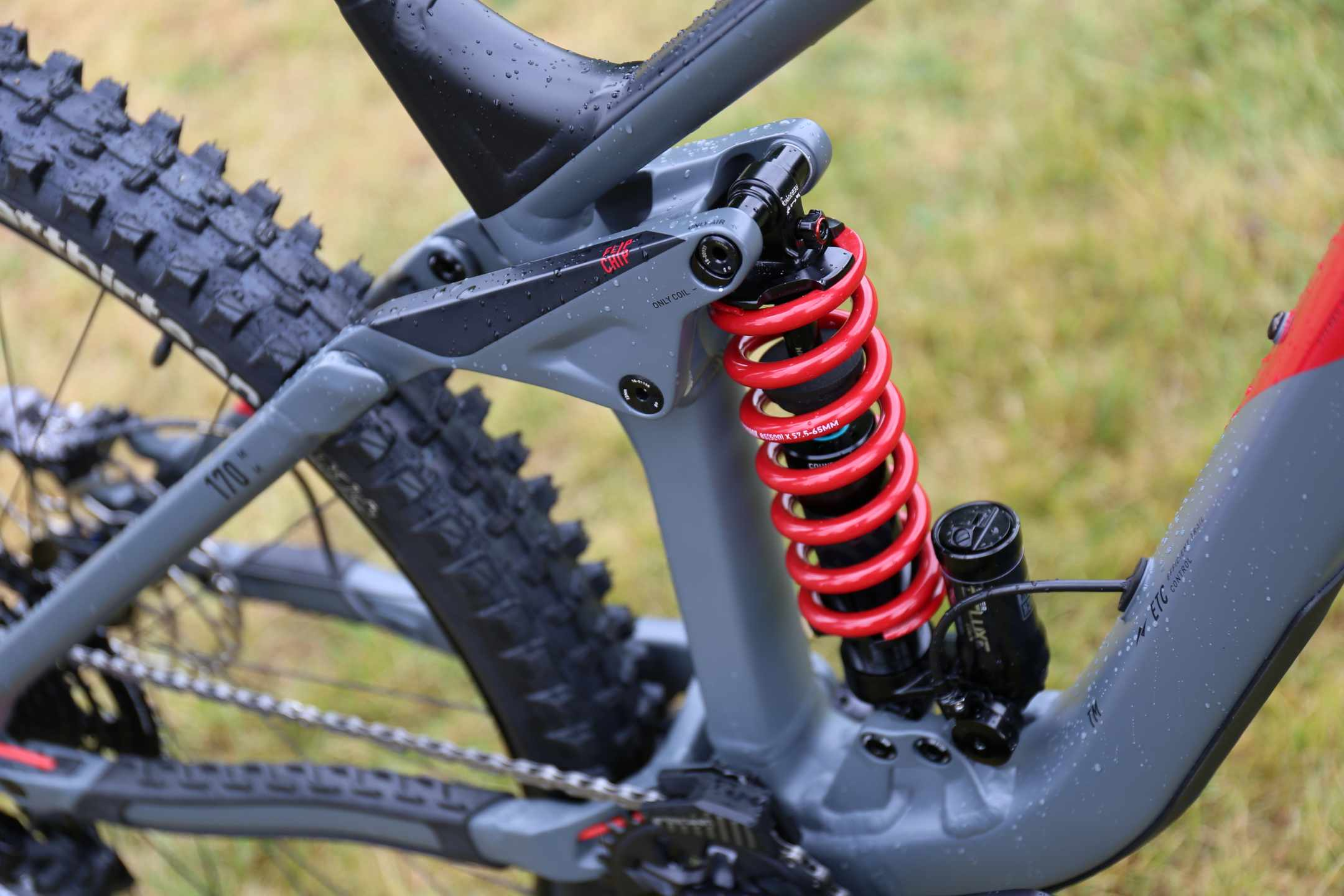 Cube coil shock