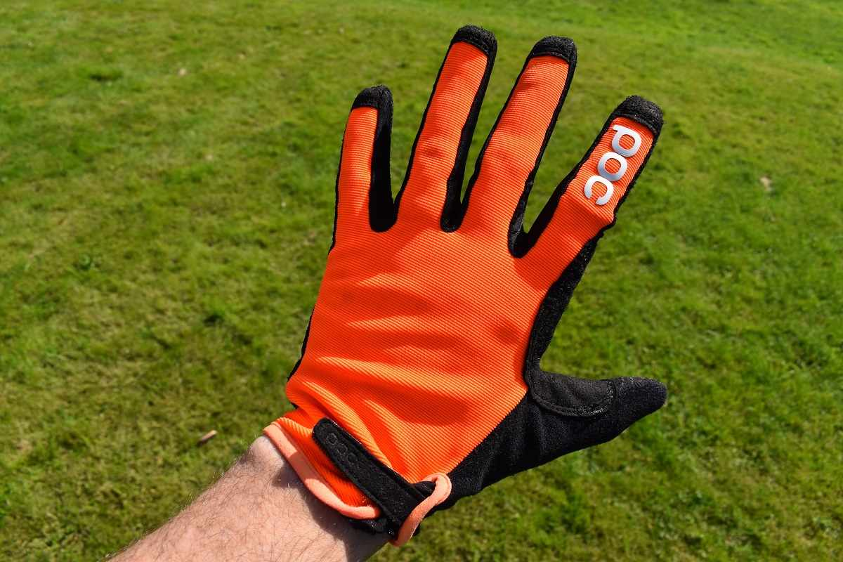 orange gloves