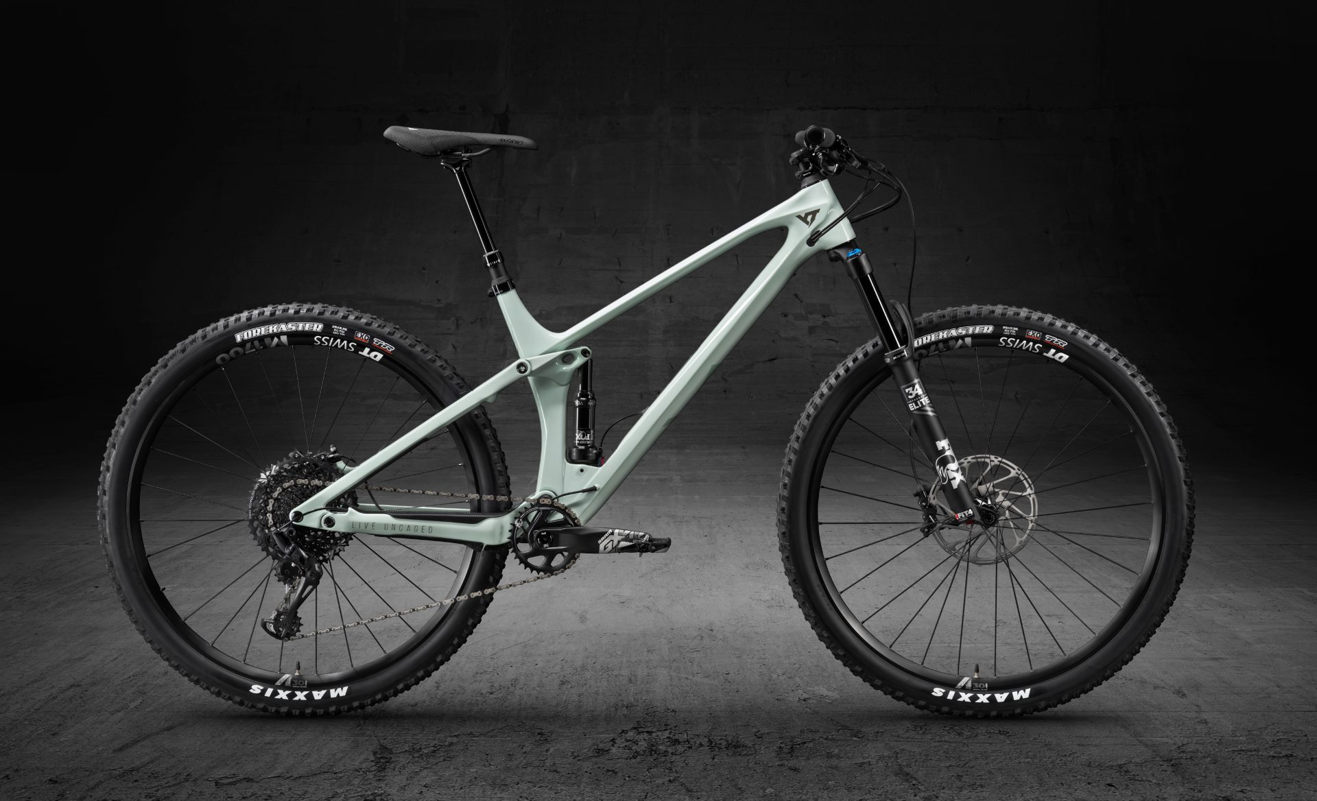 YT IZZO Pro Race First Look