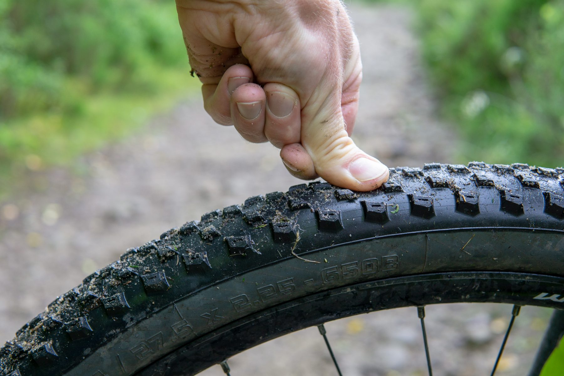 A low-tech pressure gauge tips for new mountain bikers