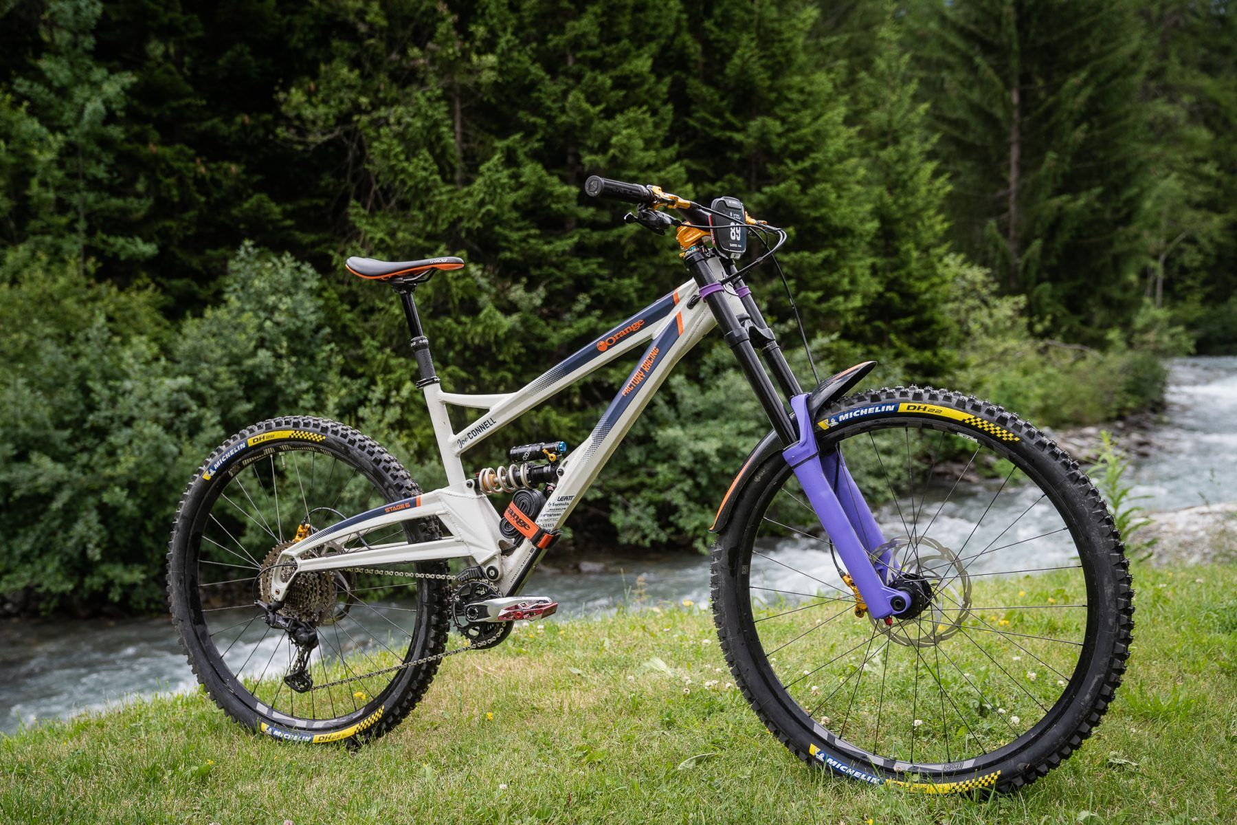 Joe Connell's Orange Stage 6 with prototype dual crown Formula fork