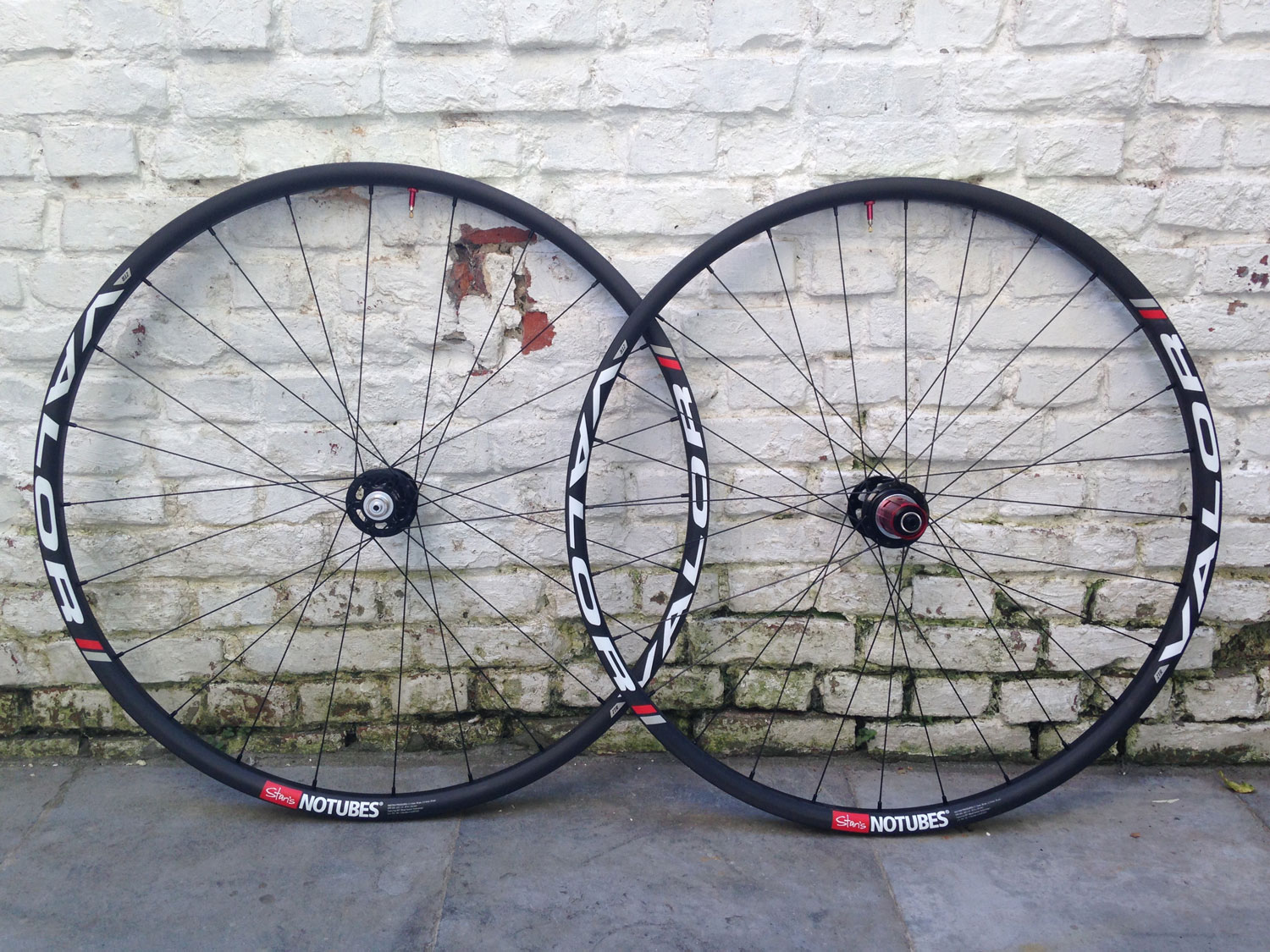 Stan's NoTubes Valor CX