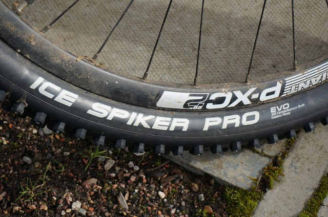 Schwalbe Ice Spiker Perfectly Round Object.