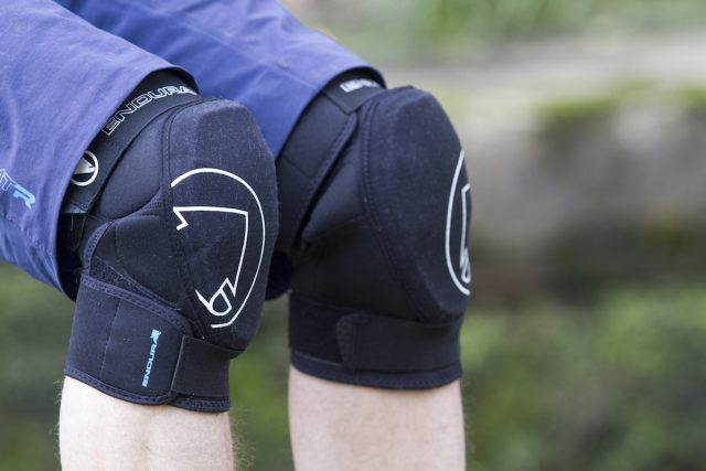 endura singletrack knee pads